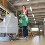 Fußbodenreinigung mit professionellem Equipment
